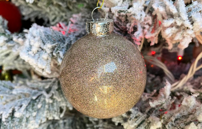 glitter ornaments with polycrylic
